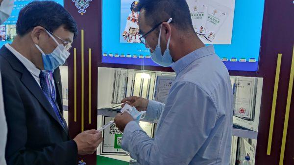 2021年中关村论坛展览(科博会)开幕,西藏代表团参观西藏展览馆插图3