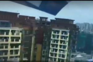 四川一架轻型飞机在居民楼间飞行 两家航空公司涉嫌违规缩略图